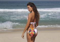 Wayuu Mini Linda de Mais 😍 Coleção Primavera-verão 2016/17 😍#ilovewayuu_net #welovewayuu_net Fotografía: #esperanzaenelrumbo  Modelo: @gleidiborlot #Ipanemabeach #Copacabanabeach #Rio2016 #Praia #Riodejaneiro #welovewayuu_net #Brazil #Copacabana #Ipanema #Leblon #Arpoador #ModadePraia #Praia #Prainha #Verao #SoleMar #Verao2017 #Sun #Beach #Chic #Fashion #Surf #bohochic #handmadeincolombia #wayuubags #wayuustyle #wayuu #wayuumochila #missbags