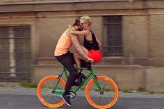 A Couple Biking Through The City Foto de stock 157017888