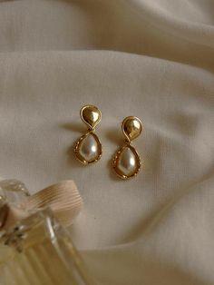 Jewelry Design Earrings, Gold Earrings Designs, Gold Jewellery Design, Rose Gold Earrings, Designer Earrings, Necklace Designs, Pearl Jewelry, Jewelery, Jewelry Accessories