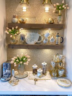 Coffee Station Kitchen, Coffee Bar Home, Coffee Corner, Living Room Nook, Amsterdam Houses, Gold Kitchen, Diy Projects For Kids, Amber Glass, Gold Paint