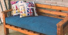 ¿Tienes palets? Construye tu propio sillón Toddler Bed, Couch, Throw Pillows, Furniture, Home Decor, Ideas, Pallets, Reuse Furniture, Recycled Furniture