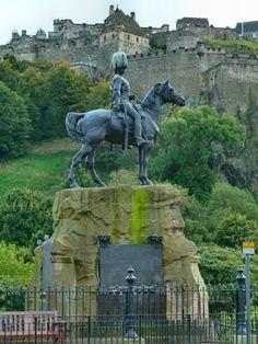 Memorial at West Princes Street Gardens, Edinburgh, Scotland.  View past the memorial to the men of the Royal Scots Greys over to Edinburgh Castle.
