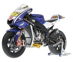Minichamps 1:12 Yamaha YZR-M1 Diecast Model Motorcycle - 122093046 This Yamaha YZR-M1 (Valentino Rossi - MotoGP Barcelona 2009) Diecast Model Motorcycle is White and features working stand, steering, wheels. It is made by Minichamps and is 1:12 scale (approx. 18cm / 7.1in long).  World Championship winner 2009.  #Minichamps #ModelMotorbike #Yamaha