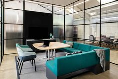 Be inspired with a visit to our Buckinghamshire Showroom, based in High Wycombe. Interior Work, Interior Architecture, Office Furniture Inspiration, Office Meeting, Meeting Rooms, Traditional Office, Office Space Design, Furniture Showroom, Office Interiors