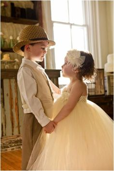 <3<3 now if only Josie and gabe could master this in 7 months, it would be the sweetest pic ever!