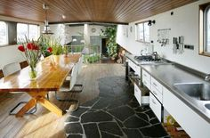Ideaal - houseboat rental in Amsterdam - awesome! Houseboat Rentals, Houseboat Living, Houseboat Ideas, Barge Interior, Boat Interior, Interior Design, Dutch Barge, Living On A Boat, Floating House