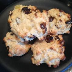 You know how it is – you have some friends round for afternoon tea, and everyone fancies a nice scone to go with their cuppa. But scones are sky-high syns, right? Especially ones that have ch… Slimming World Deserts, Slimming World Recipes, Trifle Desserts, Dessert Recipes, Fruit Scones, Speed Foods, Protein Foods, Original Recipe, Tray Bakes