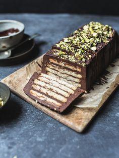No-Bake Chocolate Fridge Cake (with Tofu Ganache!) (Top With Cinnamon) Chocolate Fridge Cake, No Bake Chocolate Cake, Vegan Chocolate, Tofu, Broken Biscuits, Cake Recipes, Dessert Recipes, Party Recipes, Gastronomia