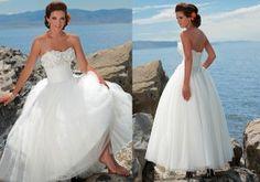 Beachy wedding dress. I love this soooooo much!