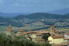 Panicale in Umbrië ligt aan het Trasimeno meer. De muren die het stadje in het verleden moesten beschermen tegen invallers van steden als Rome en Firenze staan nog altijd overeind.