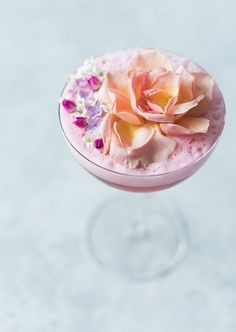 Flora and Juniper hibiscus and edible flower cocktail | recipe on Craftandcocktails.co