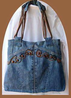 Recycled denim purse with embroidery Jean Crafts, Denim Crafts, Jeans Recycling, Mochila Jeans, Jean Purses, Diy Sac, Bow Shirts, Denim Purse, Denim Ideas