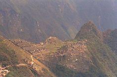 CIUDAD INCA El dios sol (INTI) envió a sus dos hijos MANCO CAPAC y MAMA COLLO para que civilizaran estas tierras, los coloco cerca del Lago Titicaca para que fundaran la ciudad sagrada (CUZCO).