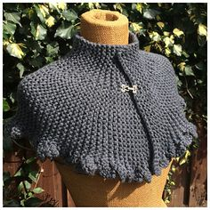 knitted cape, victorian style capelet, steampunk wrap, gray scarf by DutchKnittingDesign on Etsy Capelet Knitting Pattern, Knitted Cape Pattern, Knitted Capelet, Lace Knitting Patterns, Knitting Designs, Steampunk, Easy Knitting, Neck Warmer, Victorian Fashion