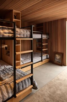 Screened by Pohutukawa (Stage Two) Architecture Bureau Bunk Bed Rooms, Bunk Beds Built In, Guest Room Decor, Bedroom Decor, Hotel Room Design, Bunk Bed Designs, House Beds, Loft Spaces, Home Interior Design