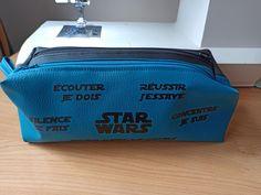 Trousse Zip-Zip bleue et noire cousue par Elodie - Patron Sacôtin