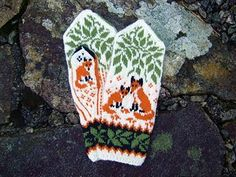 Ravelry: Woodland Foxes pattern by Natalia Moreva Knitted Mittens Pattern, Knit Mittens, Knitted Gloves, Knitting Socks, Knitting Patterns, Crochet Patterns, Knitted Dolls, Fox Crafts, Yarn Crafts