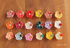 (受注制作)ちりめんピアス(イヤリング) 和装・成人・卒業・浴衣 Ribbon Art, Diy Ribbon, Ribbon Crafts, Cloth Flowers, Felt Flowers, Fabric Flowers, Felt Hair Accessories, Kanzashi Flowers, Diy Bow