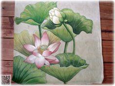 한지에 그린 민화 입니다 물감은 한국화 물감을 사용했습니다 (가루물감은 아니구요 튜브형으로 나오는 물감입니다) 및의 글은 연꽃에 관련된 글입니다 우리나라에 연꽃 무늬가 등장하기 시작한 것은 불교의 유입이 이루어지는 삼국시대로 고구려고분벽화의 연화문을 초기 연꽃 무늬의 예로 들 수 있다. 이후 연꽃을 소재로 한 문양은 와전, 건축물의 화반과 반자, 창 살을 비롯하여 각종 도자기와 공예품, 복식, 회화작품 등..
