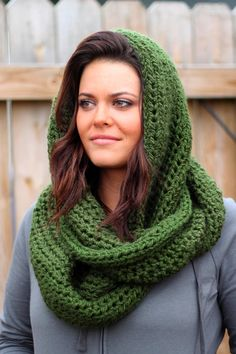Cozy and Warm Crochet Infinity Scarf ::Free Pattern:: Get the PDF pattern HERE Get your own scarf already made HERE Skill Level: Easy Materials: Skeins of Bulky Or Super Bulky Yarn (I used Loops & Threads Charisma (pictured above) or Li… Crochet Scarves, Crochet Shawl, Crochet Clothes, Knit Crochet, Crochet Hooded Scarf, Headband Crochet, Sewing Clothes, Knitting Scarves, Knit Hats