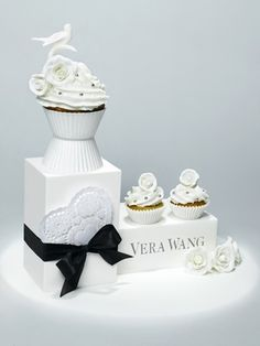 If Vera Wang made cupcakes here's what they would look like!  CUTE!