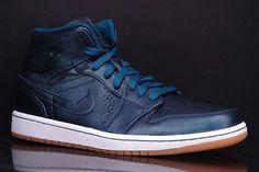 air-jordan-1-mid-nouveau-space-blue