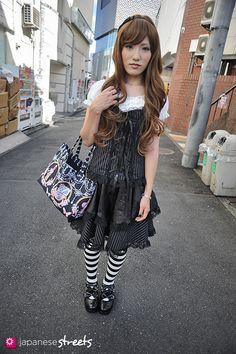 120805-7104: Japanese street fashion in Harajuku, Tokyo (Prisila, Bodyline)