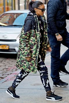 Rihanna draped in BAPE w/ a dope Puma mesh Rihanna Mode, Rihanna Fan, Rihanna Style, Rihanna Daily, Camo Jacket, Bomber Jacket, Leather Jacket, Look Athleisure, Red Robin
