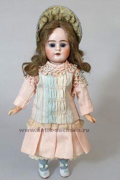 Редкая немецкая антикварная кукла, фарфоровая голова производства Baehr & Proeschild, отливка 306. Выпущена в 1893 – 1895 годы.
