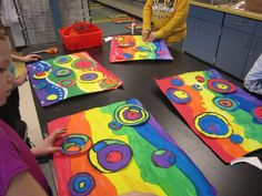 Inspired by Kandinsky's Several Circles No. Awesome abstract art for Autism class Classroom Art Projects, School Art Projects, Art Classroom, Kindergarten Art, Preschool Art, Art Kandinsky, Kandinsky For Kids, Arte Elemental, Classe D'art