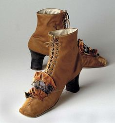 These shoes represent boots that would have been worn in the bustle period by women. They would have been left and right designated. Vintage Boots, Vintage Outfits, Victorian Shoes, Victorian Era, Old Shoes, Vintage Inspired Fashion, Corset, Antique Clothing, Custom Shoes