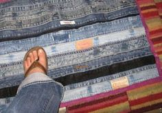 etté studios: DIY: Denim Scrap Rug @saw one like this but they used pockets too ! cool !