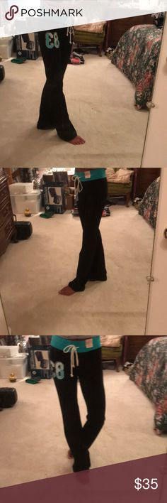 Bomb looking yoga pants BNWT sleek and stylish boot leg cut yoga pants. Great for lounging around the house or a day of running errands but still look good while you do it. Free gift with purchase🎁 Soho Pants