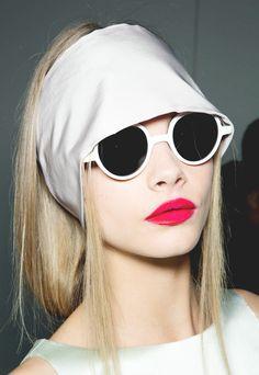 Cara Delevingne backstage at Rochas, Spring 2013 White Sunglasses White Sunglasses, Ray Ban Sunglasses, Round Sunglasses, Sports Sunglasses, Look Fashion, Fashion Models, Fashion Tips, Quirky Fashion, Runway Fashion