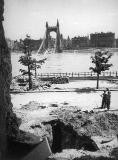 a lerombolt Erzsébet híd pesti hídfője a Rudas fürdő romjaitól nézve. Budapest Hungary, Tower Bridge, Once Upon A Time, Old Photos, Croatia, Austria, Arch, Times, History