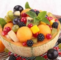 Honeydew Melon Ball Fruit Salad with Chocolate Syrup Healthy Drinks, Healthy Snacks, Healthy Eating, Fruit Recipes, Cooking Recipes, Vegan Recipes, Fresh Fruit Salad, Fruit Dishes, Eat The Rainbow