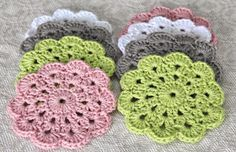 J&S Boutique: Flower crochet coasters {Pattern} Crochet Dishcloths, Crochet Doilies, Love Crochet, Crochet Yarn, Crochet Designs, Crochet Patterns, Crochet Coaster Pattern, Rug Yarn, Crochet Gloves