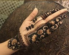 Moreover it is important to pick the Latest and Beautiful Henna Bridal mehndi designs that can give you the best nature of the designs along with Images . Modern Henna Designs, Latest Bridal Mehndi Designs, Mehndi Designs For Girls, Indian Mehndi Designs, Mehndi Designs 2018, Stylish Mehndi Designs, Mehndi Designs For Fingers, Wedding Mehndi Designs, Mehndi Design Pictures