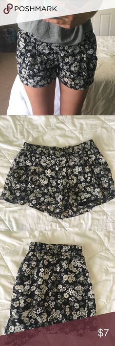 ✨ FLOWER SHORTS -- HAS POCKETS ✨ 💛Size: Medium 💛 Worn only a handful of times 💛 Great condition! 💛 Elastic waist on the back of the shorts & POCKETS on the front!  💲7 Shorts