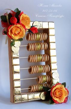 Gallery.ru / Фото #102 - Букет из конфет в СПб - MamaYulia Candy Bouquet Diy, Food Bouquet, Gift Bouquet, Chocolate Wrapping, Chocolate Gifts, Creative Gift Wrapping, Creative Gifts, Fun Crafts For Kids, Diy And Crafts