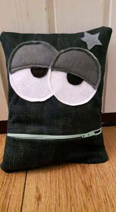 How to make a comfort cushion / Creative recycling Sewing For Kids, Baby Sewing, Easy Sewing Projects, Sewing Crafts, Ugly Dolls, Monster Dolls, Creation Couture, Sewing Dolls, Sewing Pillows