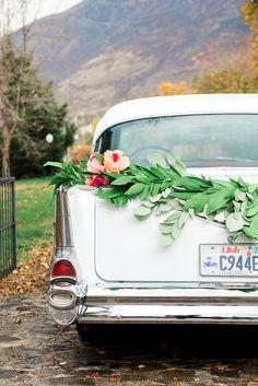 DIY get away car paper garland swag - The House That Lars Built Diy Your Wedding, Diy Wedding Flowers, Diy Wedding Favors, Diy Wedding Decorations, Flower Bouquet Wedding, Floral Wedding, Dream Wedding, Wedding Cars, Paper Decorations