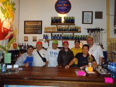 Con nuestros amigos en Salento, Quindío en la tienda de café que está en boca de todo el mundo