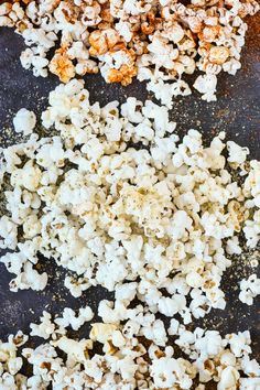 Take your snacking game to the next level with these Homemade Popcorn Seasonings. With two sweet and two savory options, there's a seasoning for everyone! Anyone else missing their nightly dose of tri Cinnamon Sugar Popcorn, Peanut Butter Popcorn, Popcorn Toppings, Popcorn Recipes, Popcorn Bar, Homemade Popcorn Seasoning, Healthy Popcorn, Healthy Snacks, Seasoning Mixes