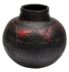 View this item and discover similar for sale at - This is a pot made in Southern Africa by the Shona peoples. The pots are typically used to carry beer during spiritual ceremonies. Arte Tribal, Tribal Art, Pottery Art, Ceramic Pottery, African Art Projects, African Pottery, Zimbabwe Africa, Kindergarten Art, Mosaic Art