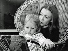Joan Didion reads to Quintana in 1969. Credit: Los Angeles Times
