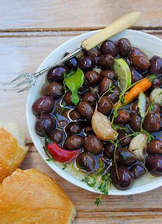 Scrumptious South Africa: Warm Marinated Olives with Lime, Thyme and Chilli. Wonderful with rosemary instead of thyme. Great party snack as it's easy to make and looks good on the table. Tapas, Marinated Olives, Olive Recipes, South African Recipes, Appetisers, I Love Food, Soul Food, My Favorite Food, Food For Thought