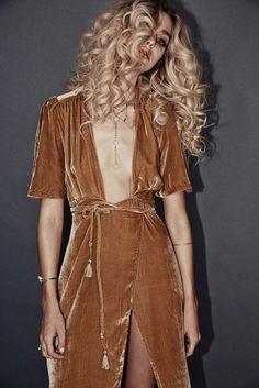 Fall In Love With Lili Claspe's Retro-Inspired Glam LookBook