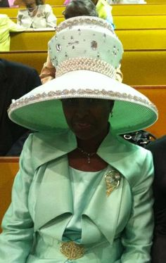 """Always stay in """"classy"""" character darling, now that's real style. Church Attire, Church Outfits, Ladies Hats, Hats For Women, Sunday Clothes, Head Tables, Church Fashion, Elegant Lady, Stylish Hats"""