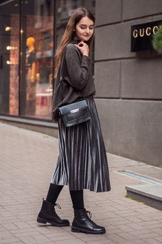 Trend alert: pleated skirts одежда в 2019 г. pleated skirt outfit, winter s Cute Teen Outfits, Modest Outfits, Modest Fashion, Outfits For Teens, Casual Outfits, Fashion Outfits, Skirt Fashion, Womens Fashion, Pleated Skirt Outfit